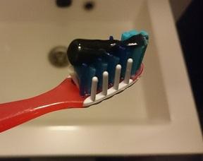 Zwarte tandpasta? Perfect voor witte tanden!